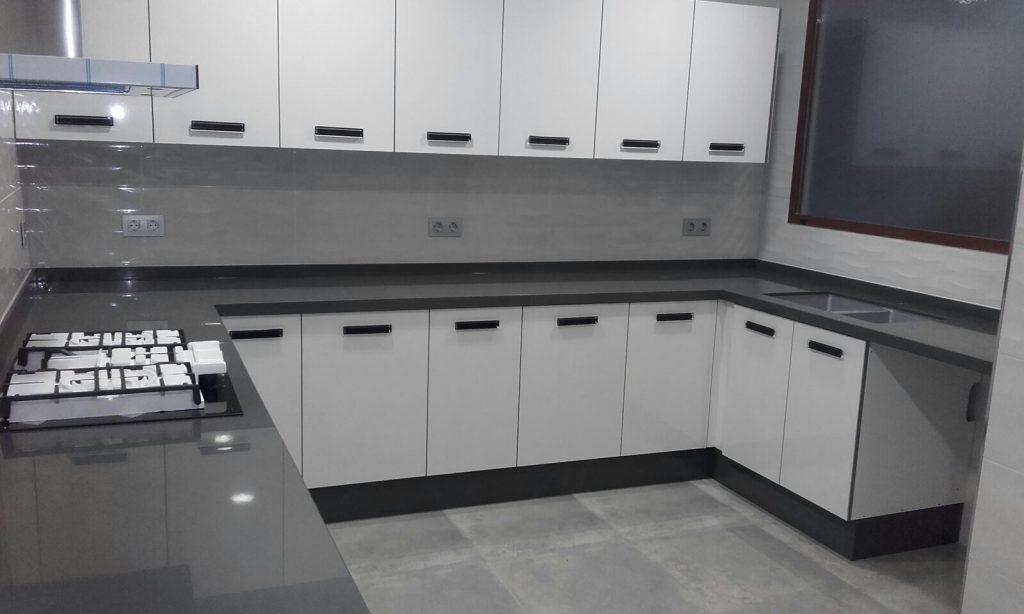 Cocinas blancas y grises en tendencia quieres saber por - Cocinas on line ...